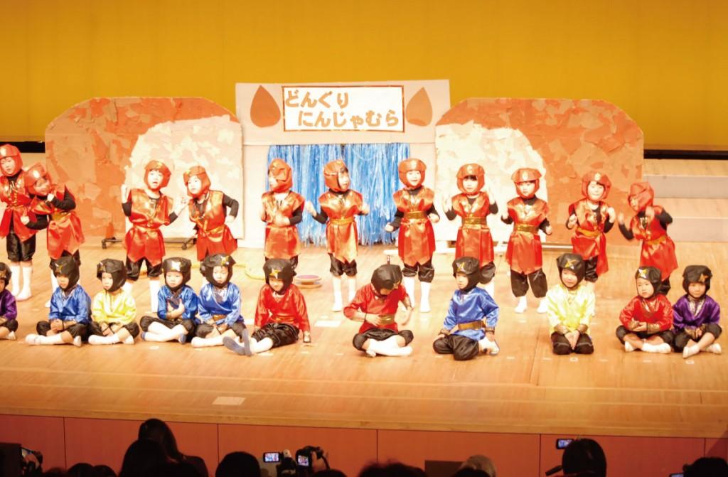 県民交流センターの本格的な舞台で発表会 気分はアイドル「ハッピーまつり」(全学年)